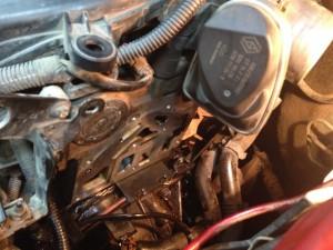 Двигатель со снятым термостатом Рено Меган 2
