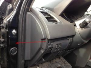 Торцевая пластиковая заглушка панели приборов Рено Меган 2