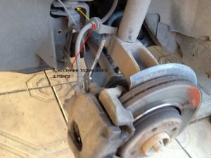 Замена передних тормозных колодок Renault Megane 2