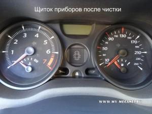 Очистка щитка приборов от пыли на Renault Megane 2