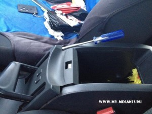 Replacement of a lamp of illumination of the button of heating of sitting by Renault Megane 2